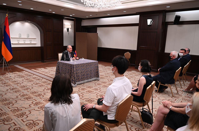 Photo of Մեր ապագան ուժեղ Հայաստան կառուցելն է. նախագահ Սարգսյանը հանդիպել է Ճապոնիայի հայ համայնքի ներկայացուցիչների հետ