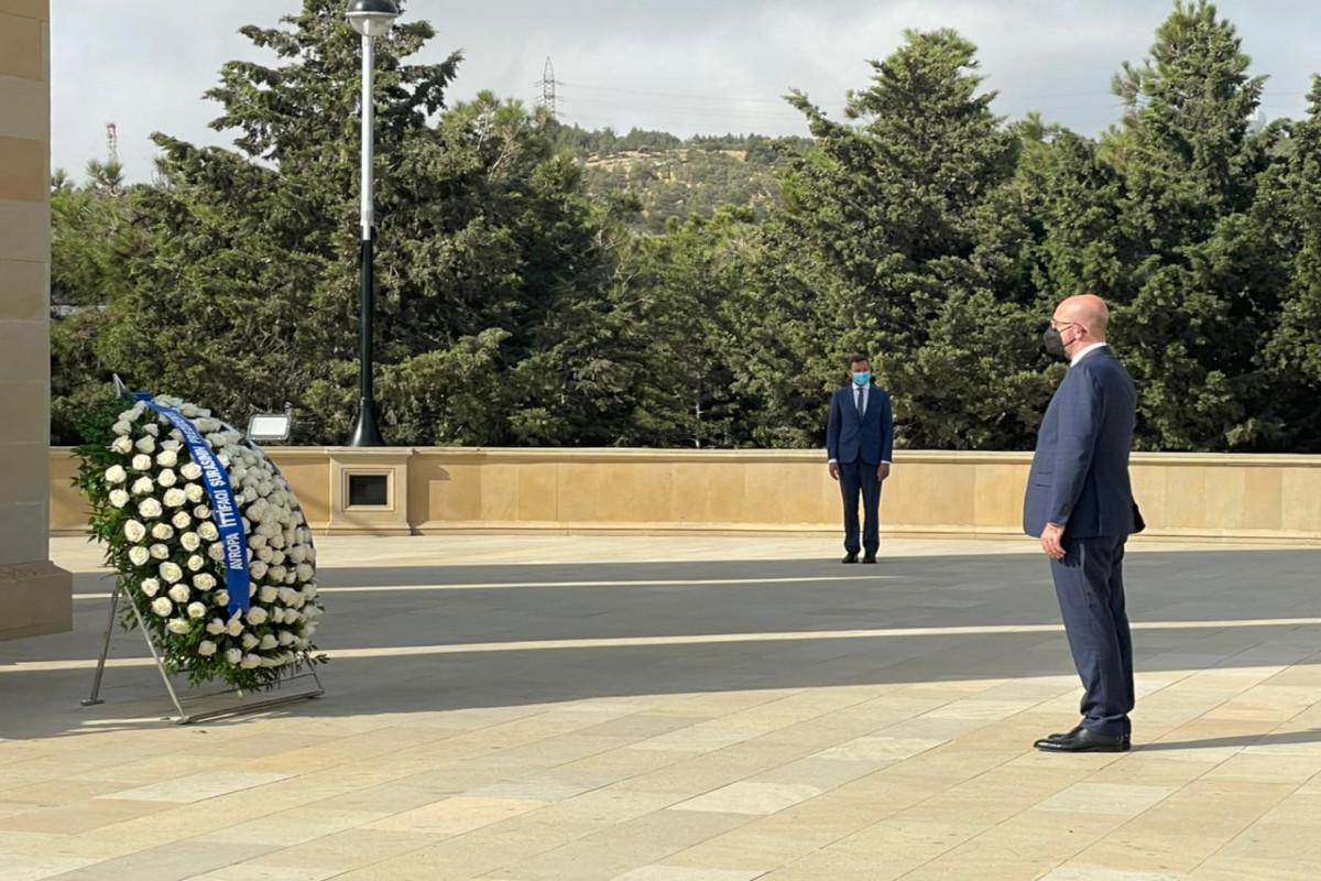 Photo of Բաքվում հարգանքի տուրք մատուցեցի Ադրբեջանի դեմ խորհրդային ագրեսիայի զոհերի հիշատակին. Շառլ Միշել