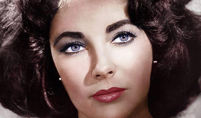 Photo of Сильная Элизабет: актриса ложилась на операционный стол более 60 раз