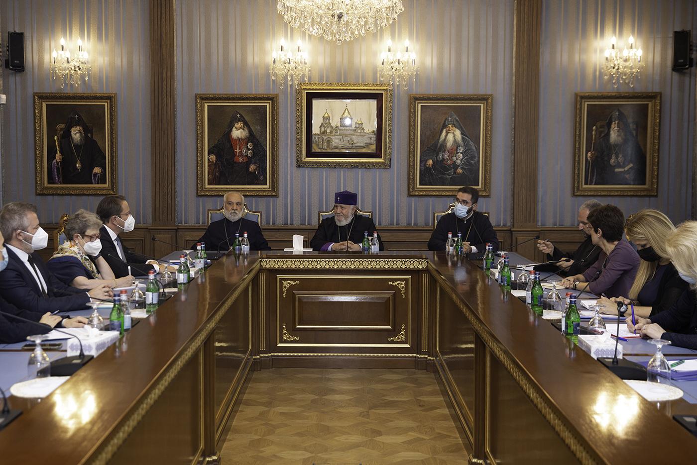 Photo of Католикос Всех Армян принял комиссара ЕС по вопросам расширения и европейской политики соседства