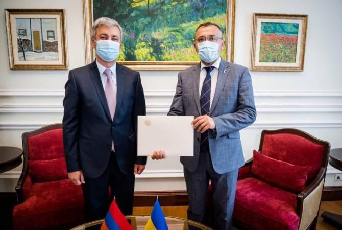 Photo of Վլադիմիր Կարապետյանը հավատարմագրերն է հանձնել Ուկրաինայի ԱԳՆ ղեկավարությանը