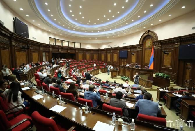 Photo of Парламент Армении одобрил скандальный закон о криминализации тяжких оскорблений
