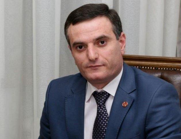 Photo of Հայաստանի ու Ադրբեջանի իշխանությունները ընդհանրություններ շատ ունեն. Արտակ Զաքարյան