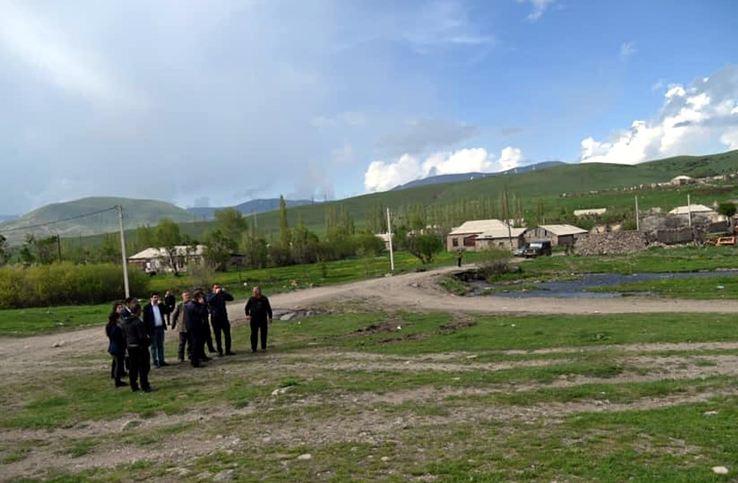 Photo of «Наверху сидит турок, наши поля внизу, люди бояться выводить технику, чтобы косить траву». Глава села Кут