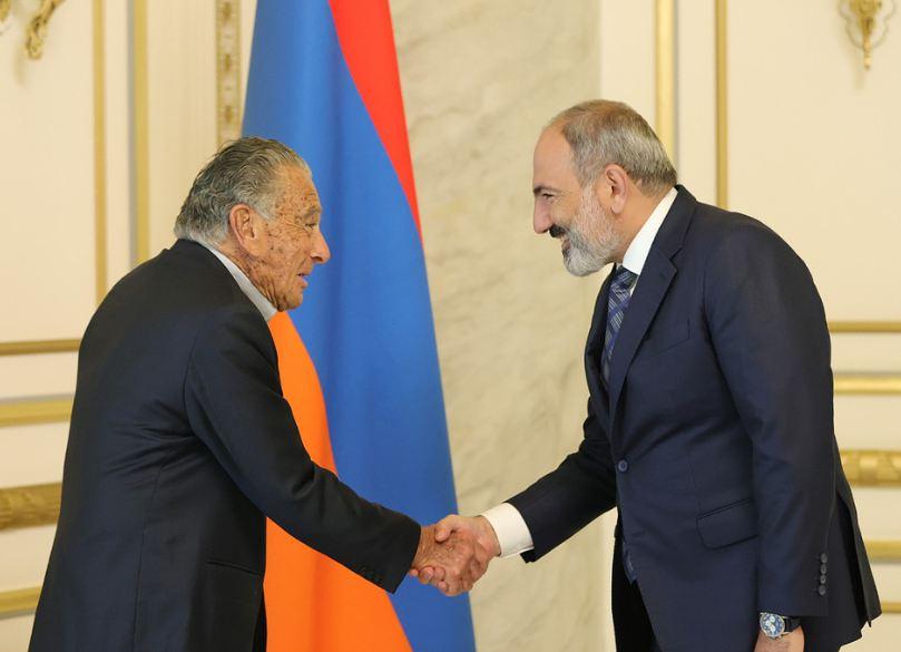 Photo of Настроены на продолжение крупных инвестиций в Армению: Эдуардо Эрнекян Николу Пашиняну