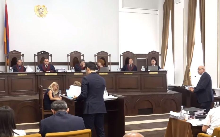 Photo of «Процесс, происходящий в Конституционном суде, — последний акт театрализованного представления, дешевая манипуляция». Член Палаты адвокатов РА А. Папикян
