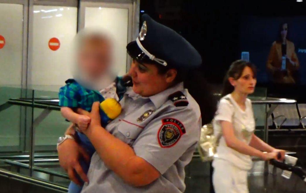 Photo of Մայրը մահացել է, հայրն էլ գտնվում է կալանավայրում. 1-ամյա փոքրիկը ՌԴ-ից վերադարձավ հայրենիք