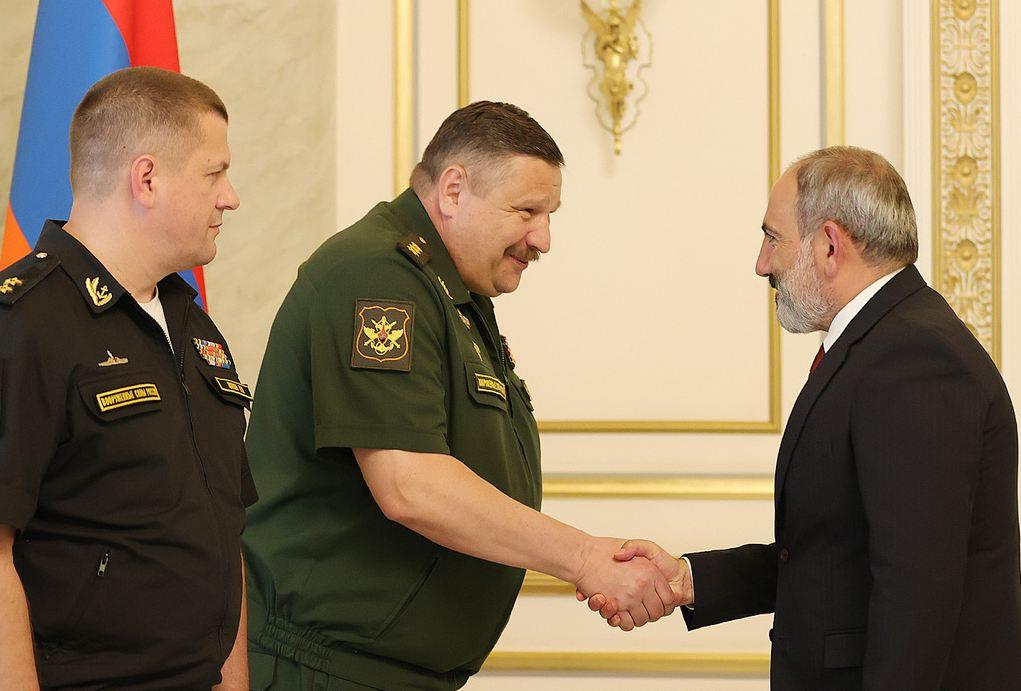 Photo of Пашинян обсудил с Истраковым ситуацию на границе Армении
