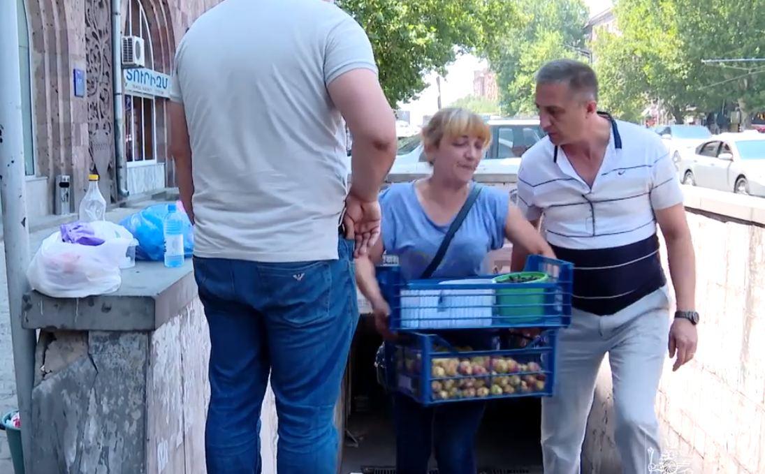 Photo of Քաղաքապետարանն առևտրականներին առաջարկում է տեղափոխվել առանձնացված շուկաներ, բայց նրանք այլ կարծիք ունեն հանրային համակեցության մասին