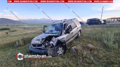 Photo of Արագածոտնի մարզում ճակատ-ճակատի բախվել են ծիրանով բարձված Honda-ն ու ՎԱԶ-2110-ը. Honda-ն հայտնվել է ձորակում. կան վիրավորներ