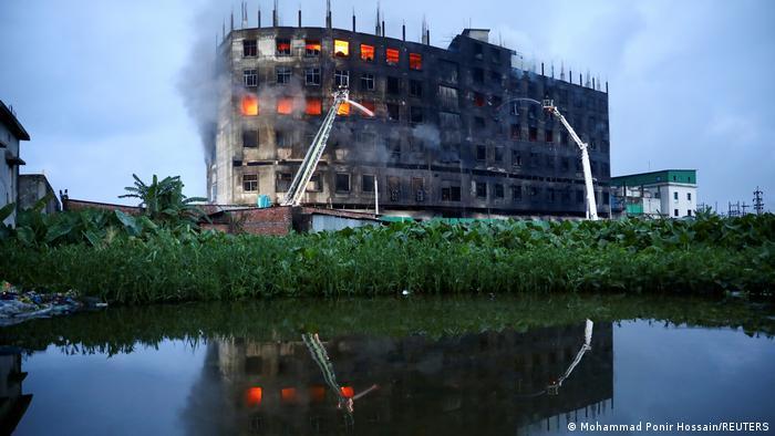 Photo of В Бангладеш при пожаре погибли более 50 рабочих фабрики
