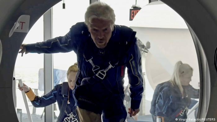 Photo of Миллиардер Ричард Брэнсон вернулся на Землю после суборбитального полета