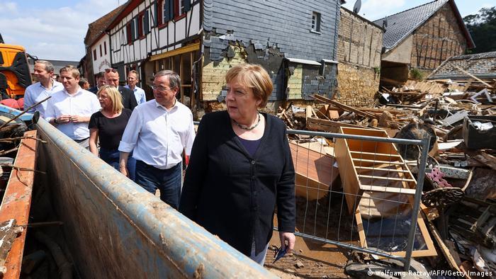 Photo of Меркель вновь приехала в пострадавший от наводнения регион и пообещала быструю помощь