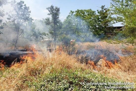 Photo of Հրշեջ-փրկարարները մարել են ընդհանուր 20 հա տարածքում բռնկված հրդեհները