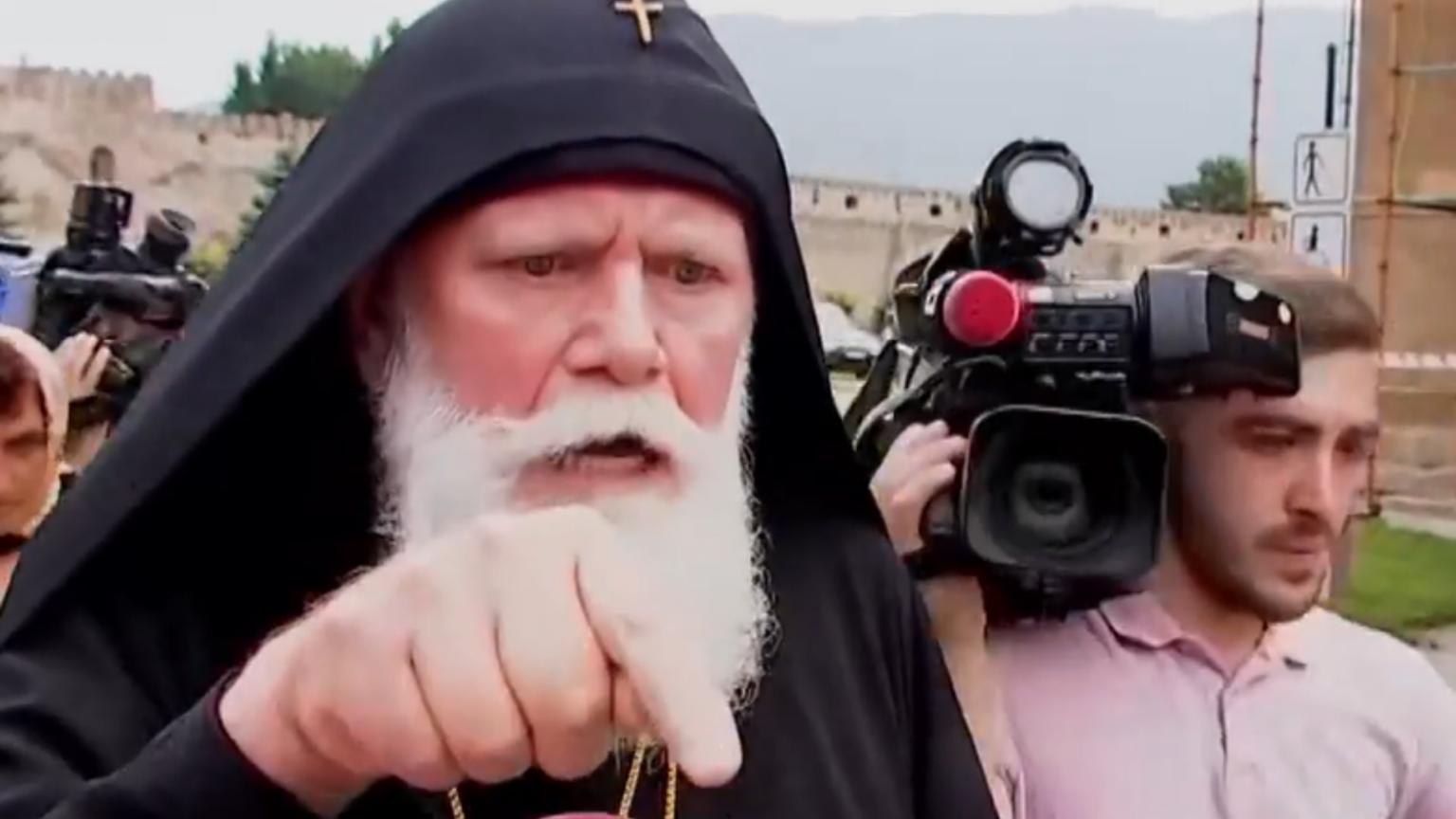 Photo of Վրաց հոգևորականը կարծում է, որ լրագրողներն արժանի էին ծեծի