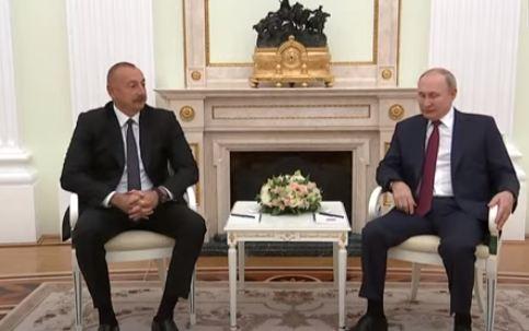 Photo of Путин проводит переговоры с Алиевым