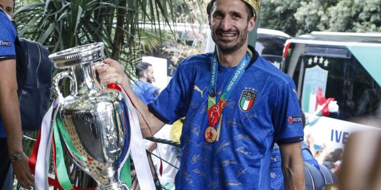 Photo of Իտալիայի հավաքականի ֆուտբոլիստները երթով անցել են Հռոմի փողոցներով