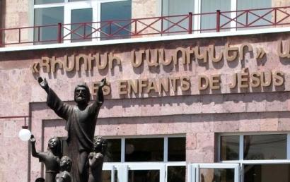 Photo of Արտակարգ դեպք Արմավիրի մարզում. «Հիսուսի մանուկներ» առողջության կենտրոնից 8 հոգի տեղափոխվել է հիվանդանոց. քաբաբ են կերել