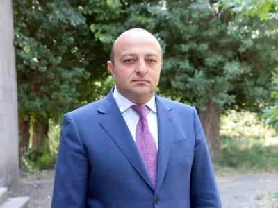 Photo of Սիսիան համայնքի ղեկավարը կալանավորվել է պաշտոնեական կեղծիք կատարելու եւ պաշտոնեական լիազորությունները չարաշահելու մեղադրանքով. ՔԿ