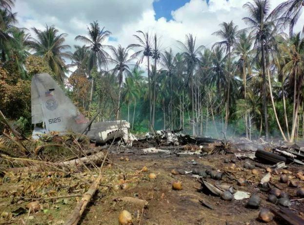 Photo of Число жертв крушения военного самолета на Филиппинах возросло до 45