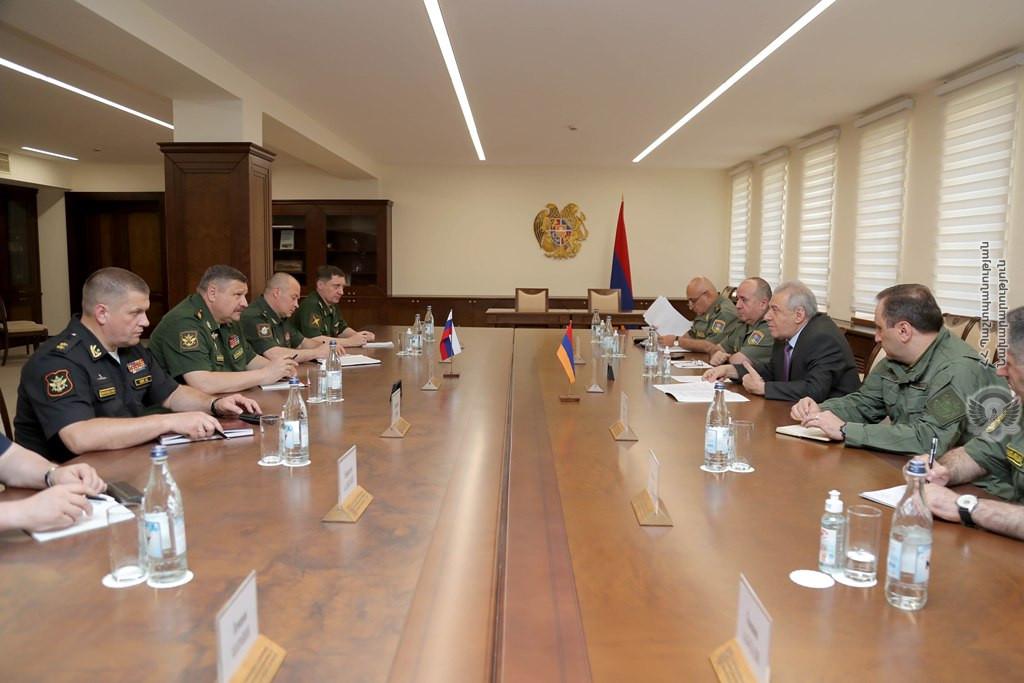 Photo of И.о. министра обороны Армении принял замначальника ГШ ВС РФ
