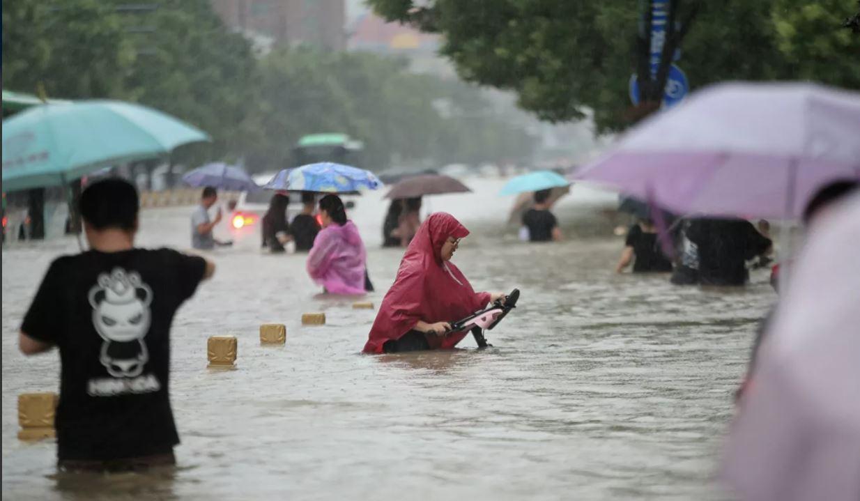 Photo of Число жертв наводнения в Китае выросло до 56 человек