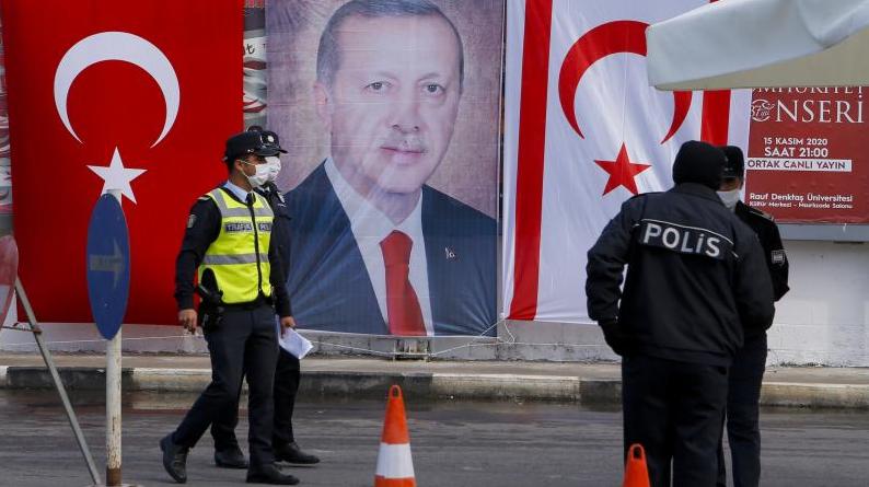 """Photo of Сенаторы США призвали Байдена ввести санкции против Турции в связи с планами Анкары на """"Северный Кипр"""