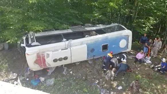 Photo of Կրասնոդարում տուրիստական ավտոբուս է վթարի ենթարկվել. 2 մարդ զոհվել է, 19-ը՝ վիրավորվել