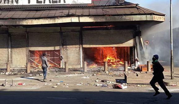 Photo of Число жертв беспорядков в южноафриканском городе Феникс возросло до 36