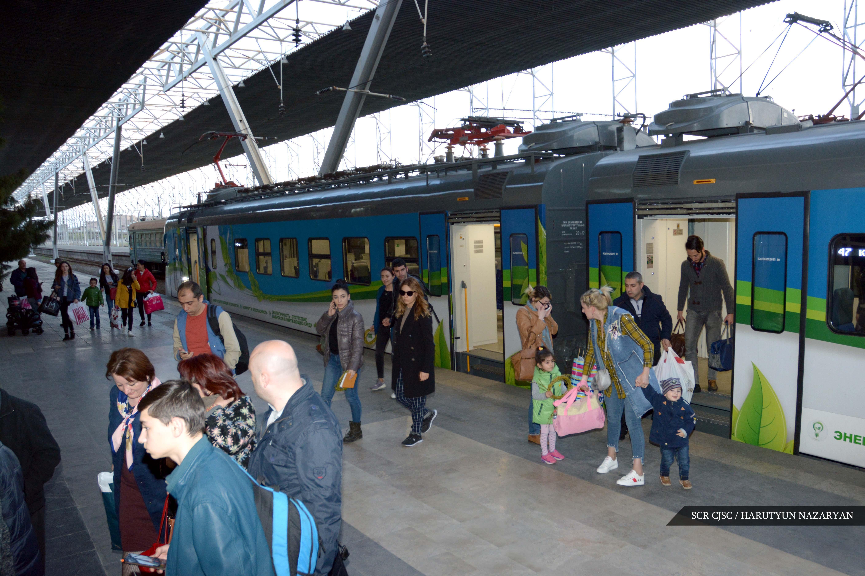 Photo of В свой профессиональный праздник железнодорожники Армении бесплатно перевезли более 2,8 тысяч пассажиров