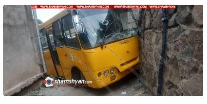 Photo of Խոշոր ավտովթար Կապանում. «Բոգդան» ավտոբուսը բախվել է պատին. կա 7 վիրավոր