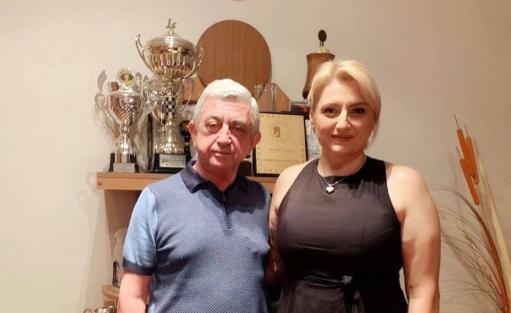 Photo of Սերժ Սարգսյանը Շախմատի ֆեդերացիայում ընդունել է նորընծա չեմպիոն Էլինա Դանիելյանին