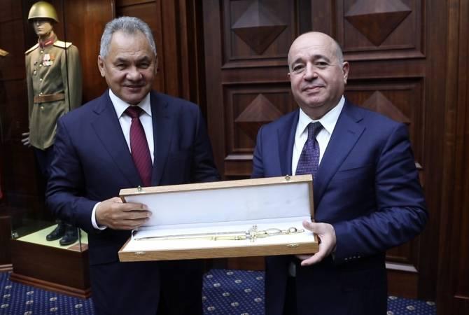 Photo of Կարող ենք համարել, որ Հայաստանին սպառազինության մատակարարման գործընթացը մեկնարկած է․ Շոյգուն՝ Կարապետյանին