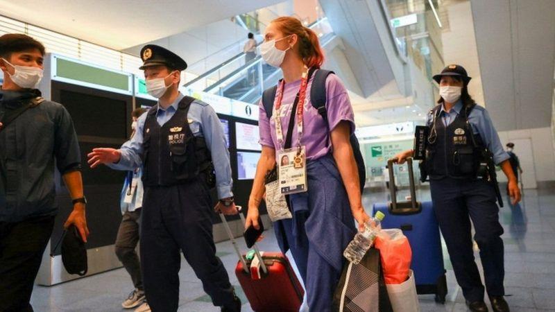 Photo of Кристина Тимановская: легкоатлетка, критиковавшая чиновников, попросит убежища в Европе. Ее пытались вывезти из Токио в Минск