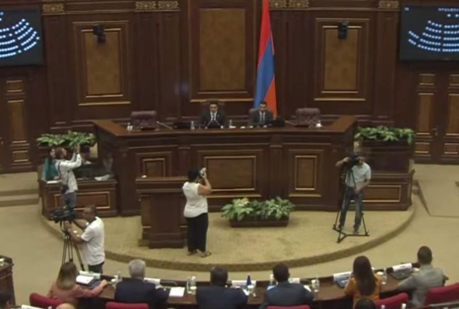 Photo of В Ереване продолжается специальное заседание парламента Армении