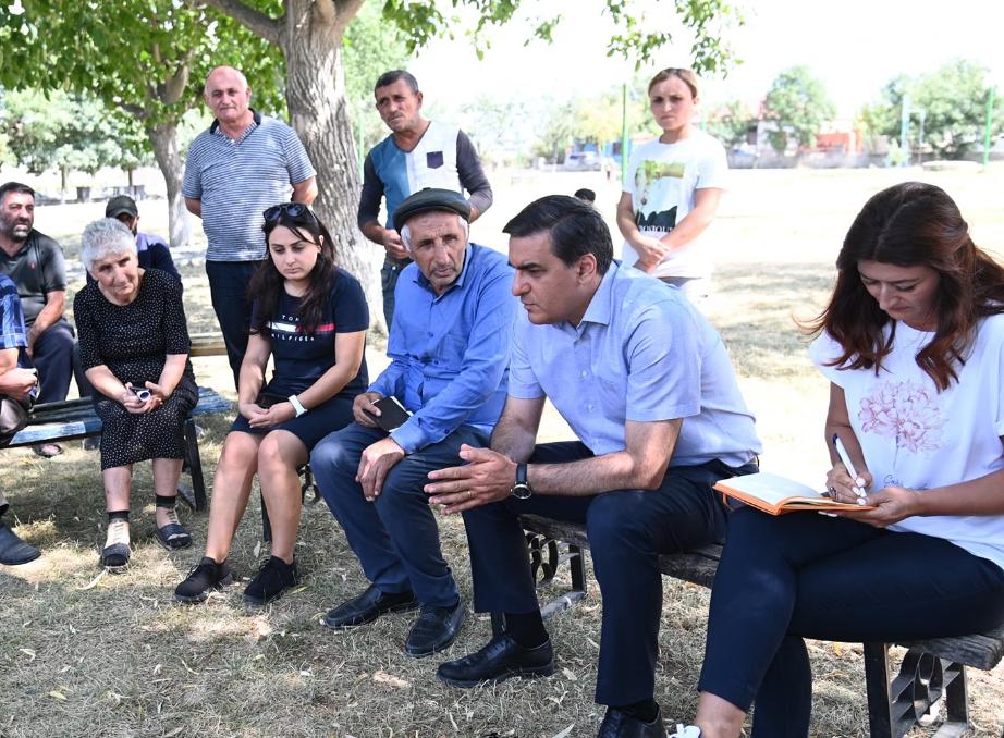 Photo of Մարդիկ չեն կարողանում վճարել վարկերը, զրկվել են հողատարածքներից ու կենդանիներից ադրբեջանական ԶՈւ արարքների պատճառով. ՄԻՊ-ը հանդիպել է Տեղ համայնքի բնակիչներին