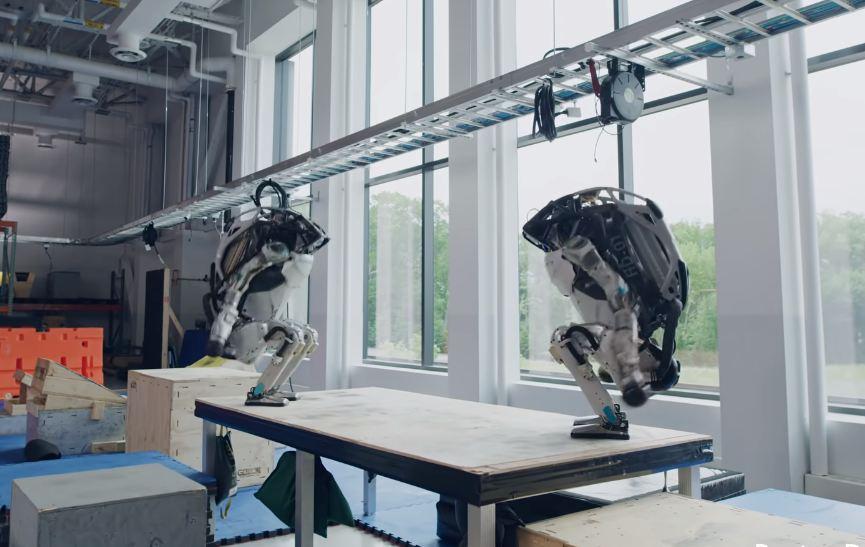 Photo of Մարդակերպ ռոբոտների գլխապտույտ շոուն
