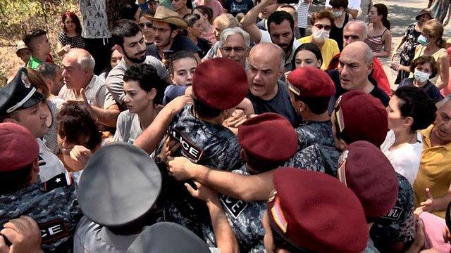 Photo of Դատապարտում ենք ՀՀ ոստիկանության բիրտ պահվածքը. հայտարարություն