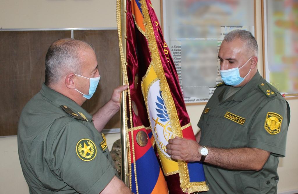 Photo of ՀՀ պաշտպանության նախարարը ներկայացրել է զորամիավորման նորանշանակ հրամանատարին