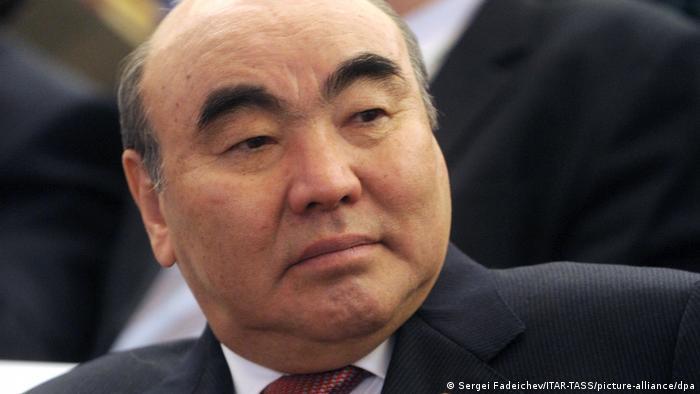 Photo of Экс-президента Кыргызстана Аскара Акаева доставили в Бишкек