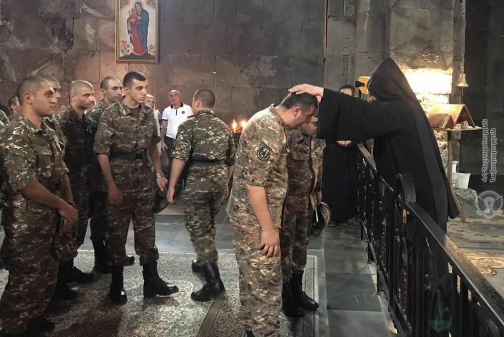 Photo of Զինծառայողներն ուխտագնացություն են կատարել դեպի Տաթևի վանք, ստացել վանահոր օրհնությունը