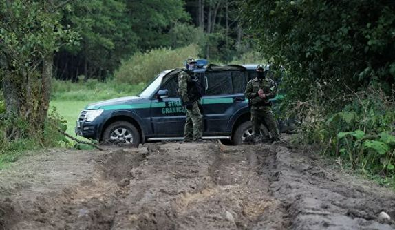 Photo of Польские пограничники спасли из болота восьмерых нелегалов