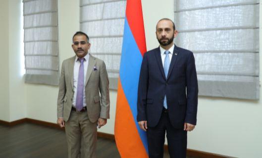 Photo of Арарат Мирзоян  принял посла Индии в Армении Кишана Дана Девала