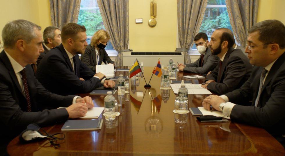 Photo of Мирзоян информировал литовского коллегу о сложившейся вследствие вторжения Азербайджана на территорию Армении ситуации