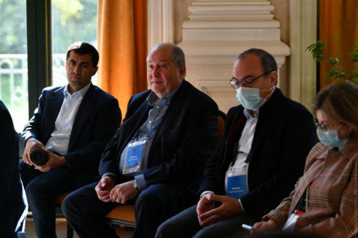 Photo of Արմեն Սարգսյանը «Մտքերի գագաթնաժողովի» շրջանակում ներկա է գտնվել պանելային քննարկումների