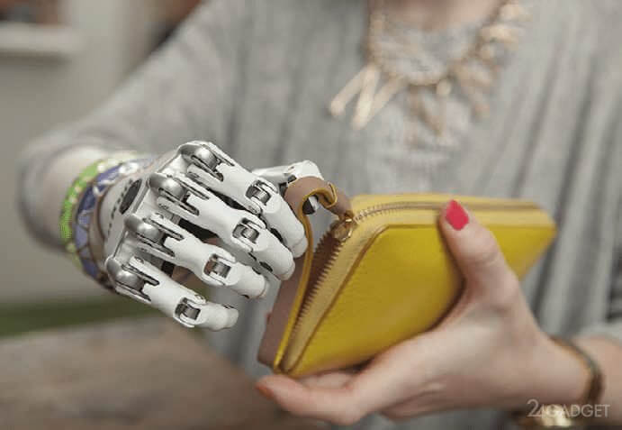 Photo of Создан протез руки, передающий ощущение прикосновения
