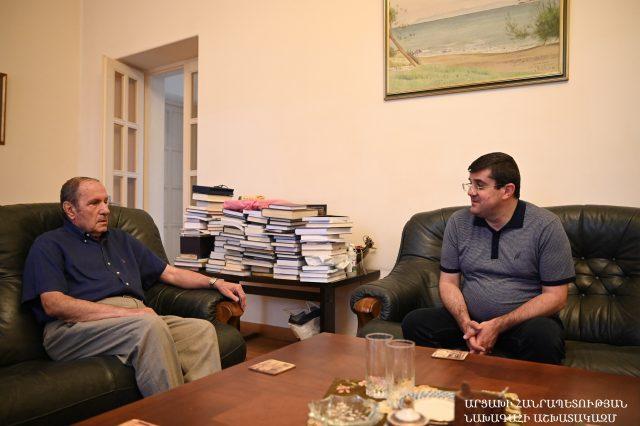 Photo of Араик Арутюнян и Левон Тер-Петросян обсудили последние события в Арцахе