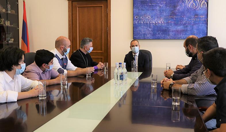 Photo of Զարեհ Սինանյանը թեմի առաջնորդի հետ քննարկել է բրազիլահայությանն առնչվող մի շարք հարցեր
