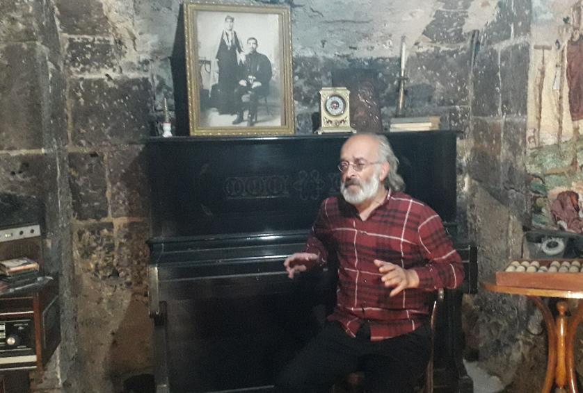 Photo of Գյումրին և՛ ավանդապահ է, և՛ ժամանակակից, և՛ մերժող է, և՛ ընդունող. այ էս հակասությունների մեջ է սիրուն»