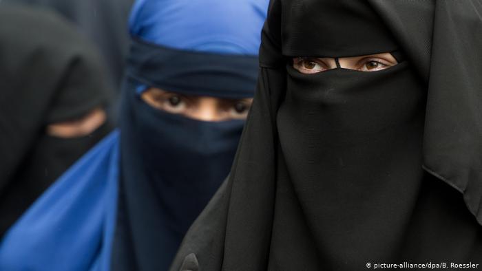 Photo of Талибы обязывают женщин носить никаб в вузах